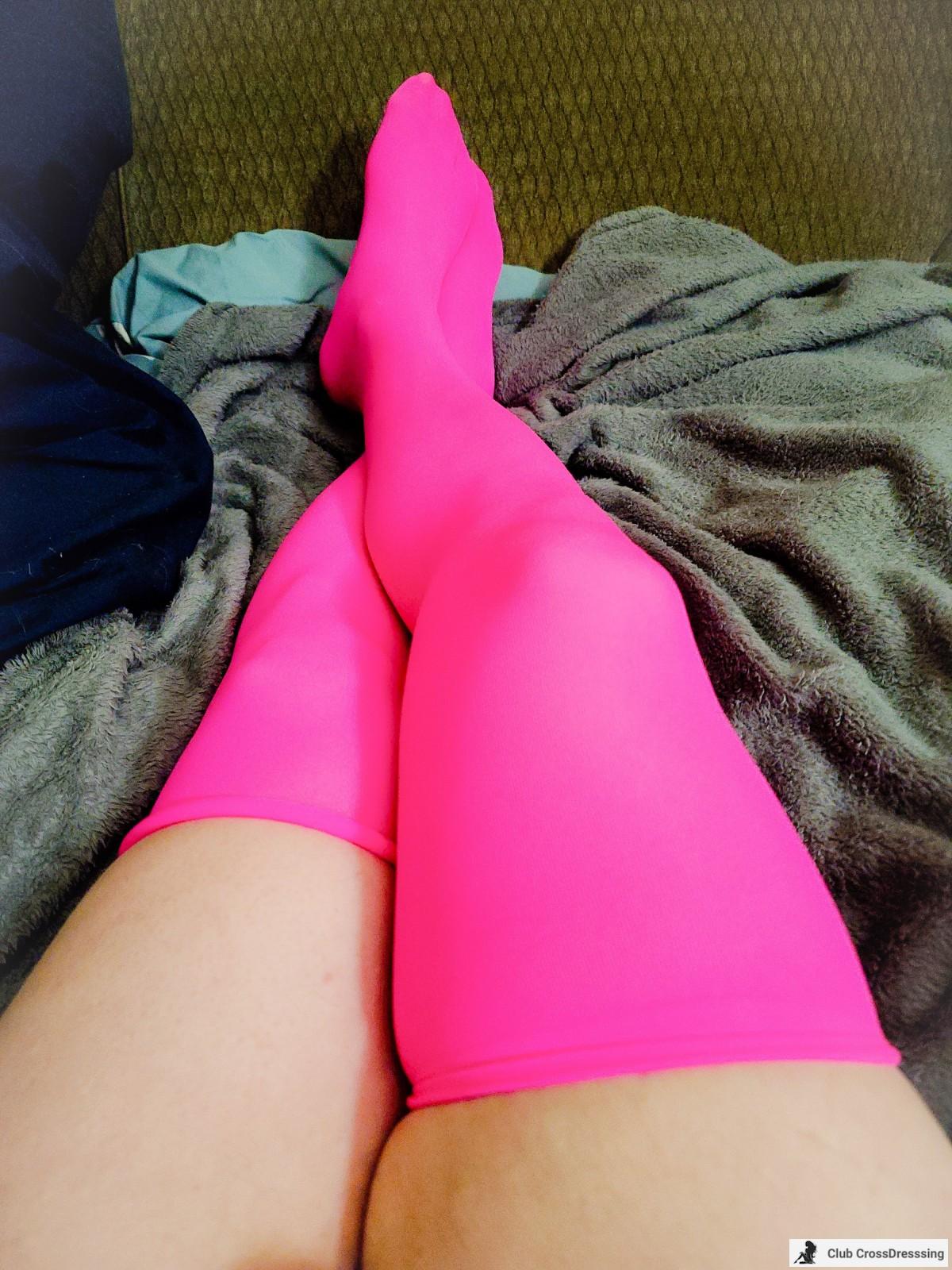 Legs in pink.