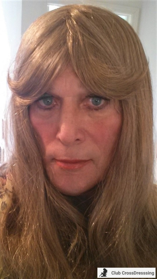 My sexiest look... those sweeping bangs melt my heart (and help my boyfriends find my other sexy stuff...)